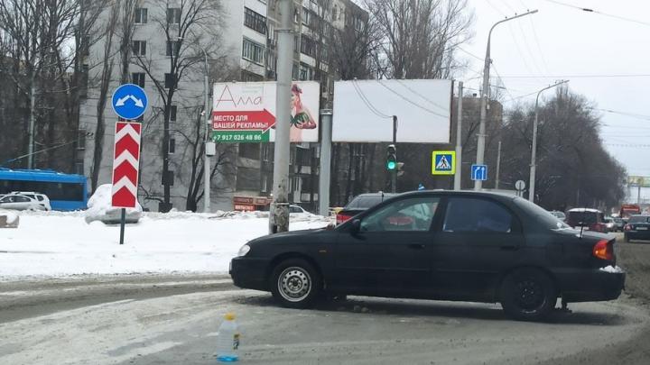 На кольце НИИ в Саратове столкнулись два автомобиля