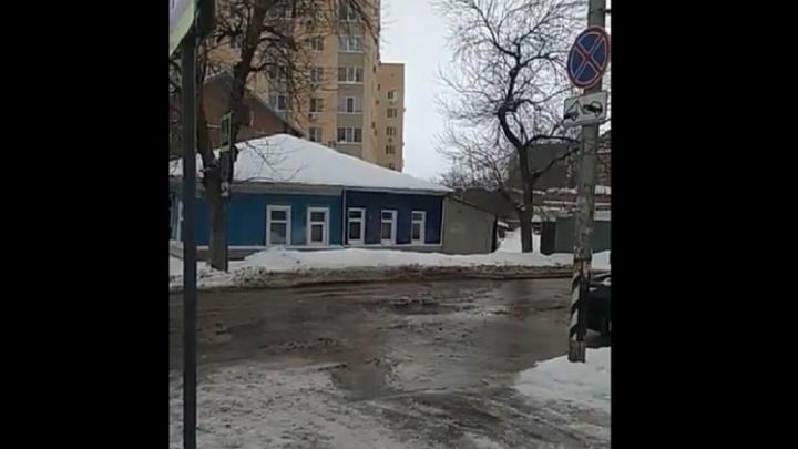 Коммунальную аварию на Октябрьской в Саратове устранят к полуночи
