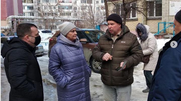 К жалующимся на отсутствие воды и тепла саратовцам пришли чиновники