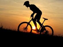 Водитель сбил велосипедиста и попытался скрыться