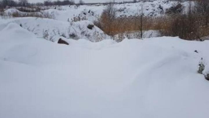 Крупная свалка несанкционированных отходов обнаружена в Энгельсском районе