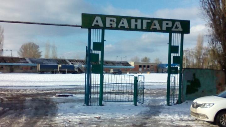 Травяное покрытие на стадионе «Авангард» в Саратове укрепят пластиковыми имплантами