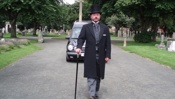 Выбор катафалка и другие услуги на похороны в Минске