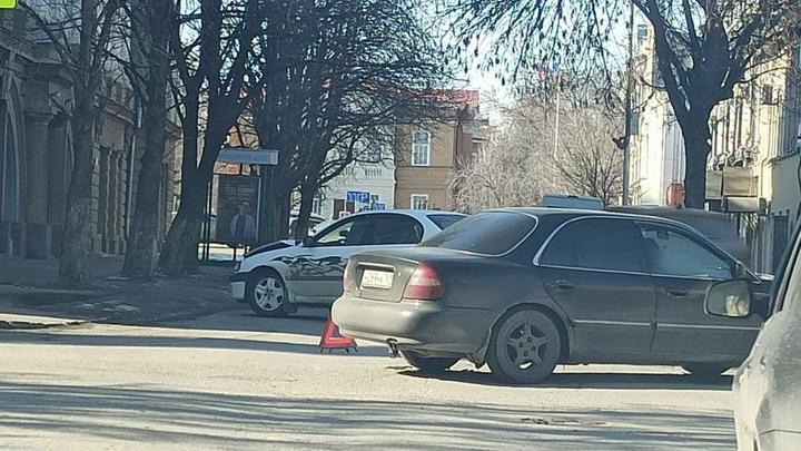 В центре Саратова столкнулись Toyota и Hyundai