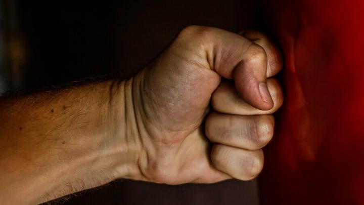 Саратовец пожаловался на «избивших» его знакомых и сам стал фигурантом уголовного дела