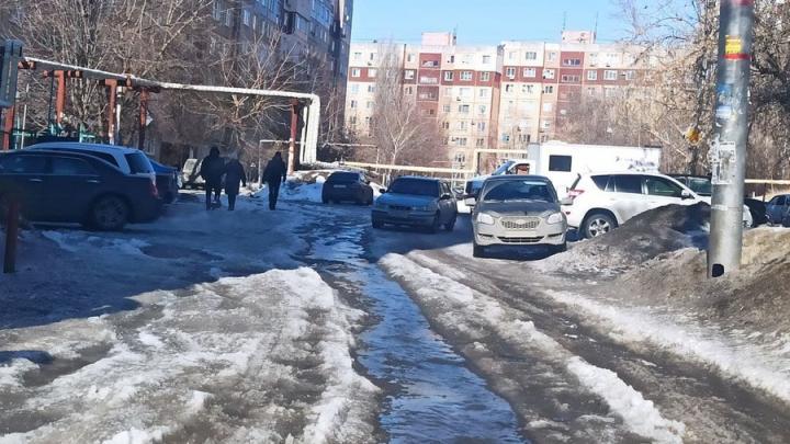 Жителей Волжского района уже пять дней заливает водой | ФОТО