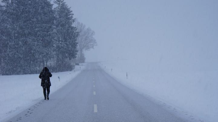 Саратовских автовладельцев предупредили о метели и гололеде
