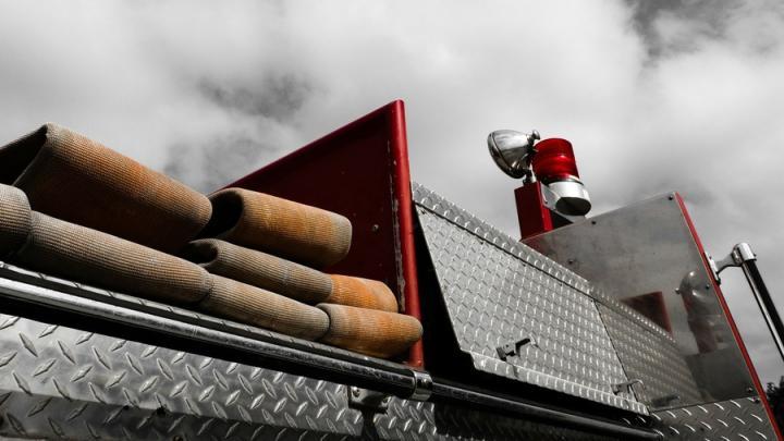В Саратовском районе на трассе горел «КамАЗ»