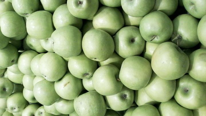 В Саратовской области уничтожили две тонны санкционных яблок и капусты