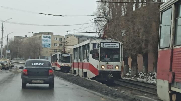 «Лада» на путях заблокировала движение трамваев на Рабочей