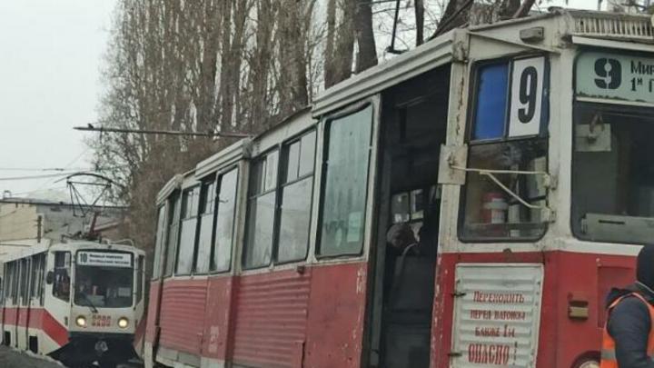 Трамвай № 9 встал в Заводском районе