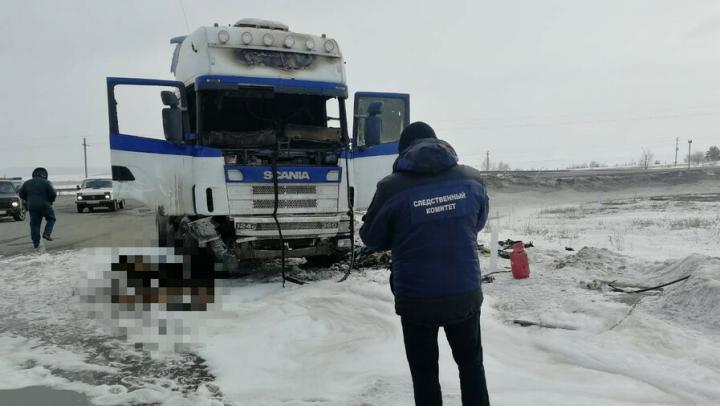 В кабине тягача на трассе в Вольском районе сгорел 50-летний мужчина | 18+