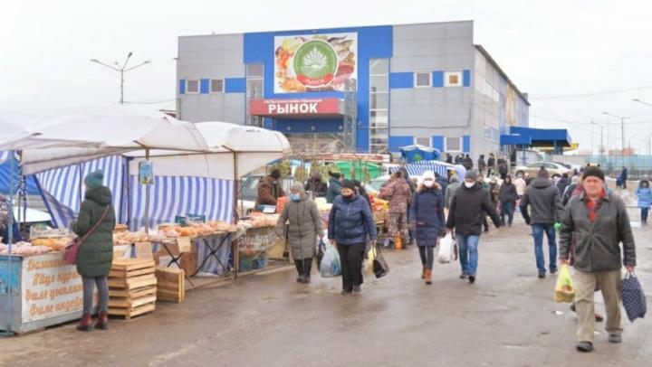Валерий Радаев проверил цены на продукты в Юбилейном поселке