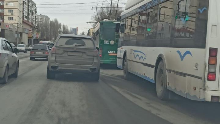 Огромная пробка на Чернышевского: троллейбусы стоят без электричества