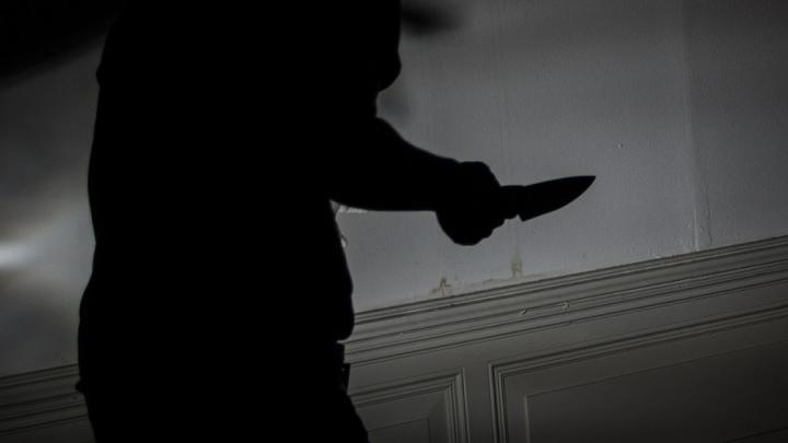 Неизвестный напал на женщину в Балашове, избил и забрал деньги