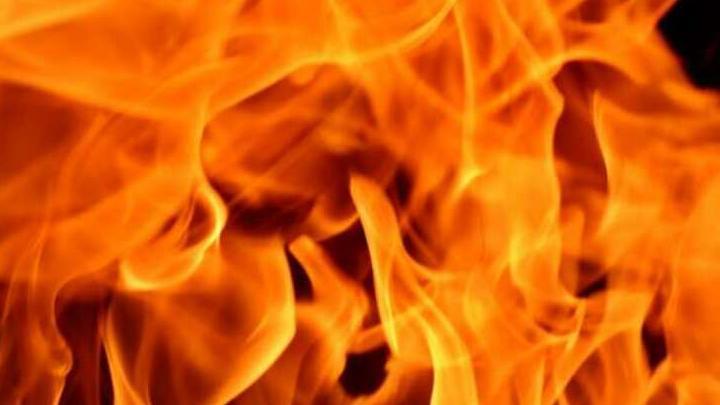 Гараж с УАЗом сгорел в Лысых Горах