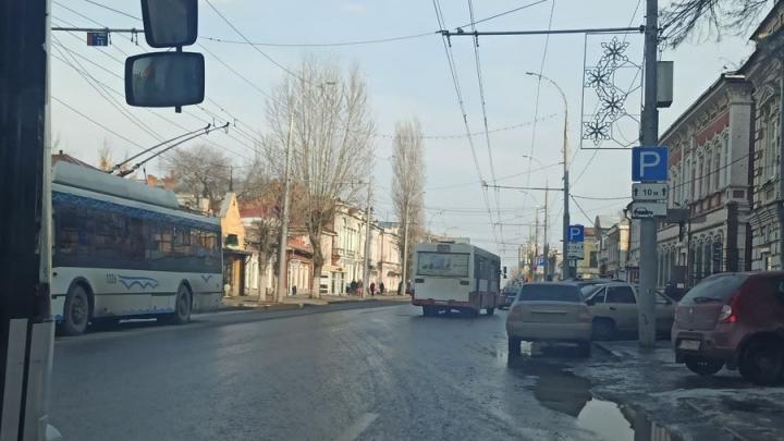 На Московской в гонке за пассажирами столкнулись два автобуса