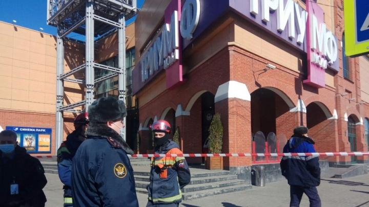 «Триумф Молл» в Саратове эвакуируют из-за сообщения о взрывном устройстве