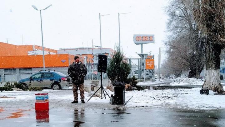 На улицах Саратова собирают помощь пострадавшим в горячих точках