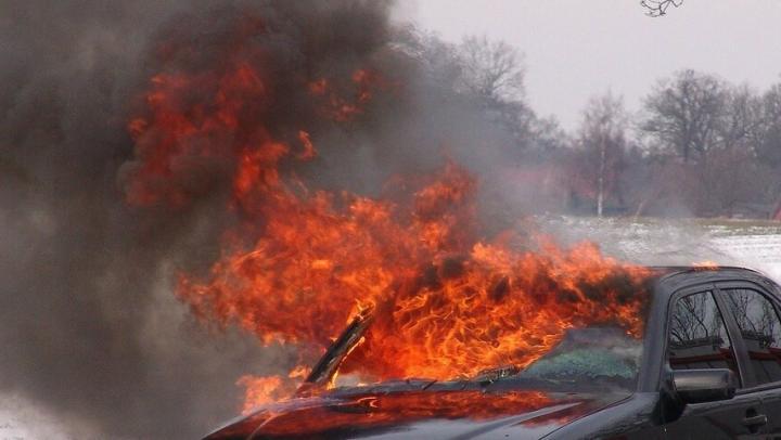 Балаковец поджег машину за то, что его не пропустили на пешеходном переходе