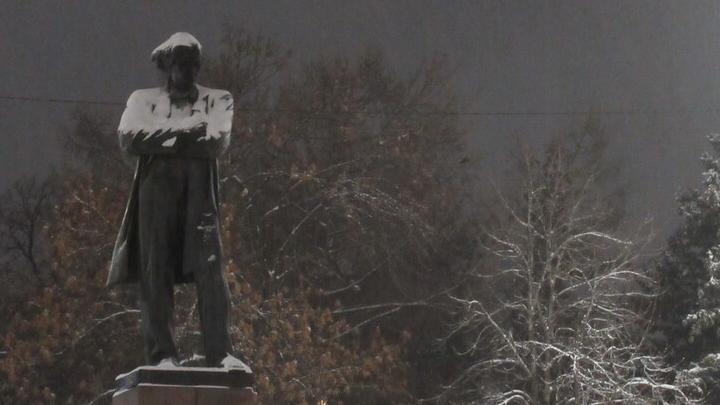 Саратовцы всю зиму жаловались в ГЖИ на снег и наледь на крышах