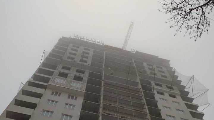 В Энгельсе с третьего этажа упала 11-летняя девочка