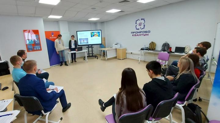 «Zаряд Хакатон» в Саратове: юные разработчики погрузили «Ростелеком Лицей» в виртуальную реальность