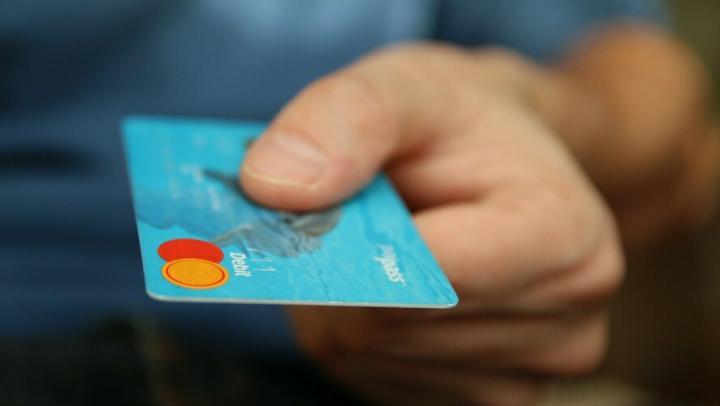 Саратовцы подарили телефонным мошенникам почти 400 тысяч рублей