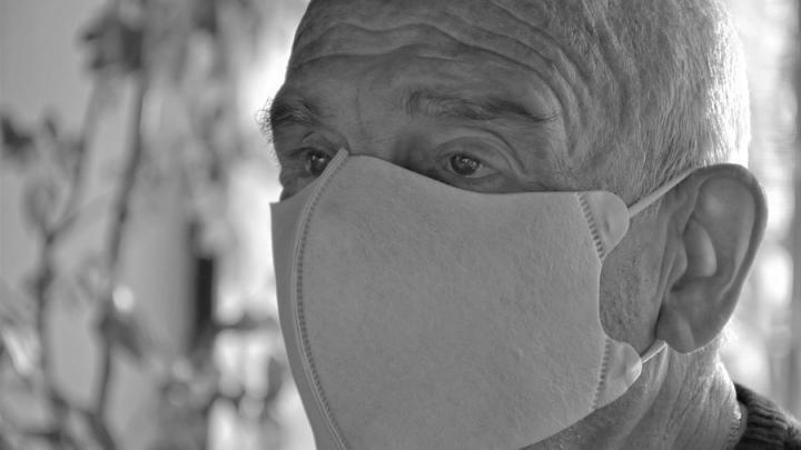 Никто не отменял маски, но саратовцы практически перестали их носить