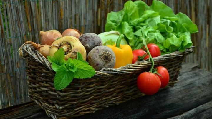 Овощи продолжают дорожать в Саратовской области, а колбаса и так дорогая