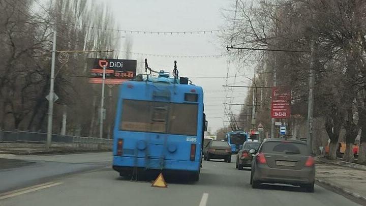 Троллейбус и иномарка незначительно пострадали в ДТП в Ленинском районе
