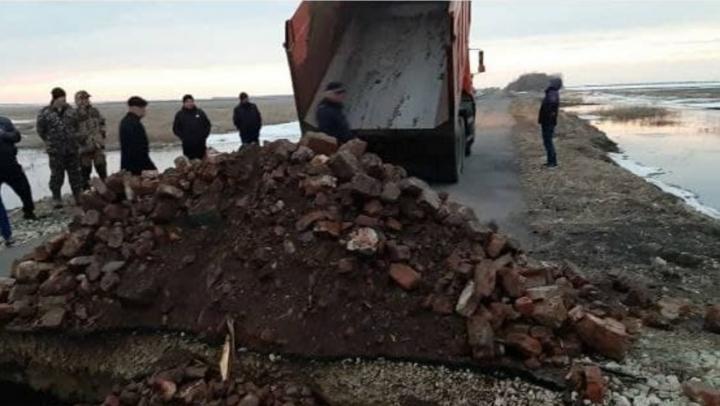 Новую дорогу размыло в Балашовском районе