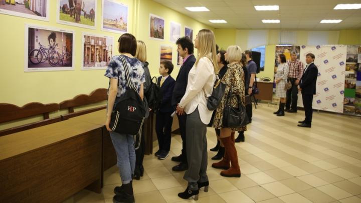 Саратовцев приглашают на VIII фотовернисаж «Покидая город Арбатов…», который проходит в Лицее-интернате естественных наук