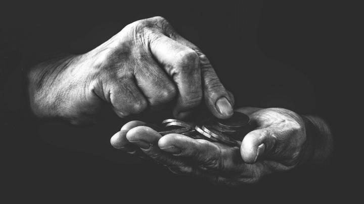Сиделец напал на 80-летнюю бабушку ради семисот рублей