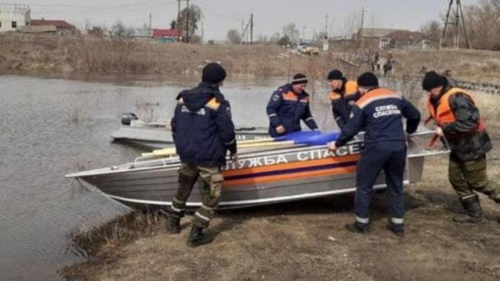 ЧП в Аткарске: разлив реки оставил жителей без моста