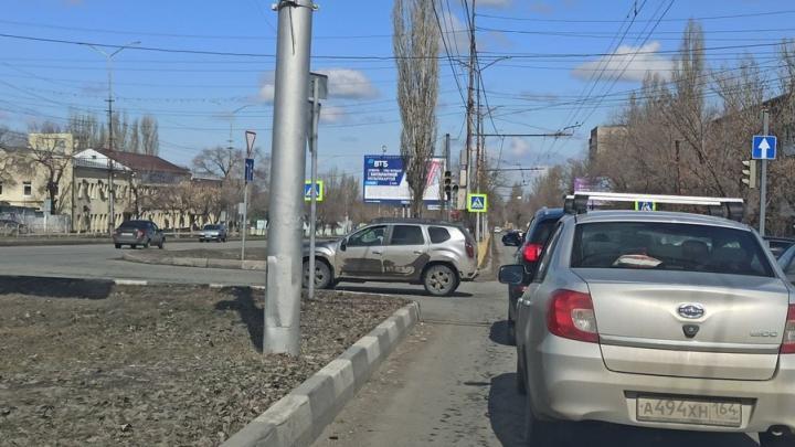 На Антонова в Саратове пробка из-за неработающих светофоров