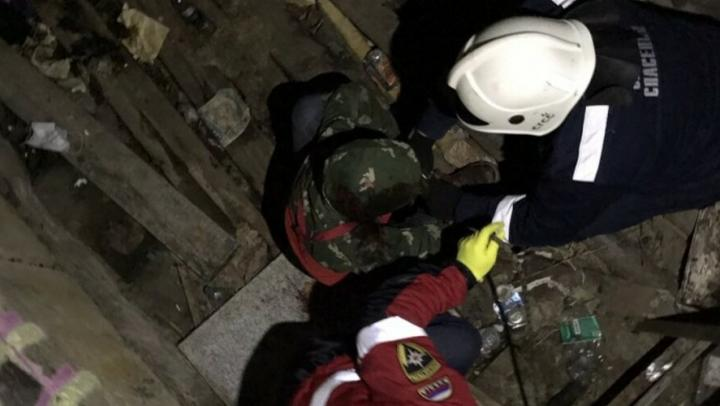 Спасатели вытащили молодого человека из колодца в Кировском районе
