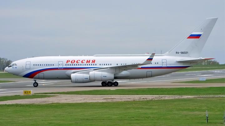 Самолет Путина подлетает к Саратовской области