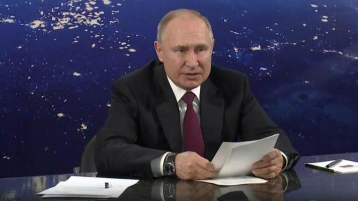 Владимир Путин в Энгельсе проводит совещание по развитию космической отрасли