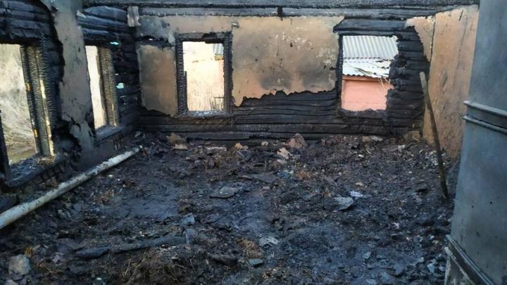 Сын не смог спасти мать на пожаре в Екатериновском районе