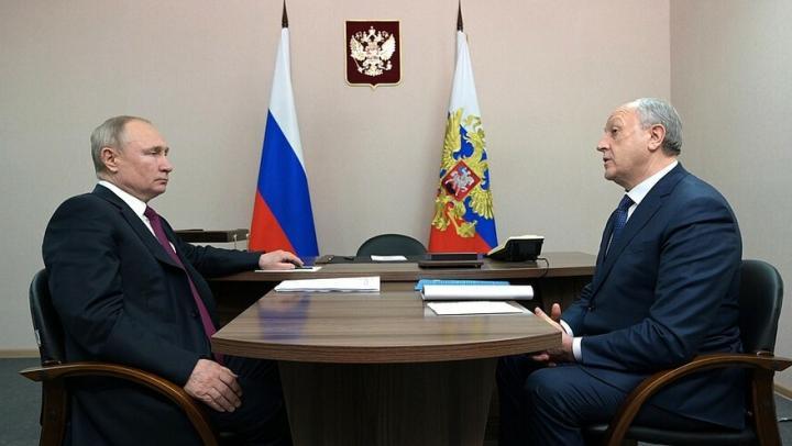 Радаев поделился с Путиным проблемами демографии в Саратовской области и пообещал жилье медикам скорой помощи