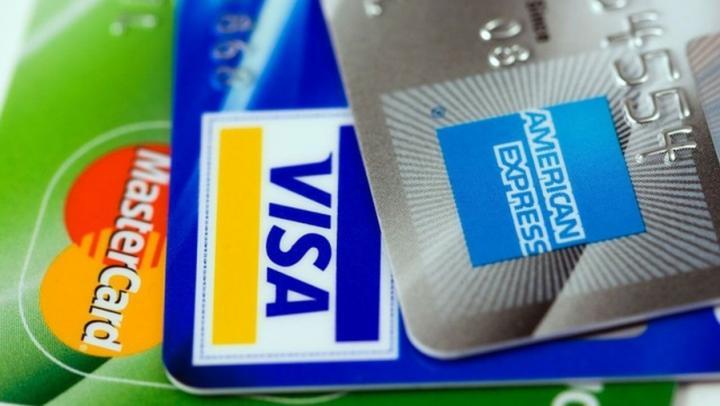 Правительство: отключение России от Visa и MasterCard из-за санкций вполне возможно