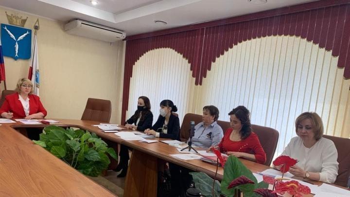 Депутаты и эксперты обсудили предлагаемые изменения в региональный закон о квотировании рабочих мест для молодёжи