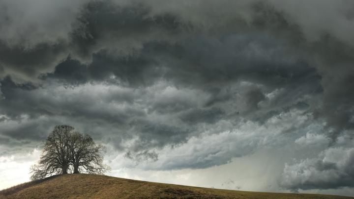 Гроза с сильным ветром ожидается завтра в Саратовской области