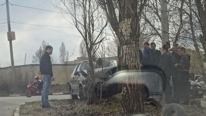 Подростки разбили «восьмерку» на Технической в Саратове