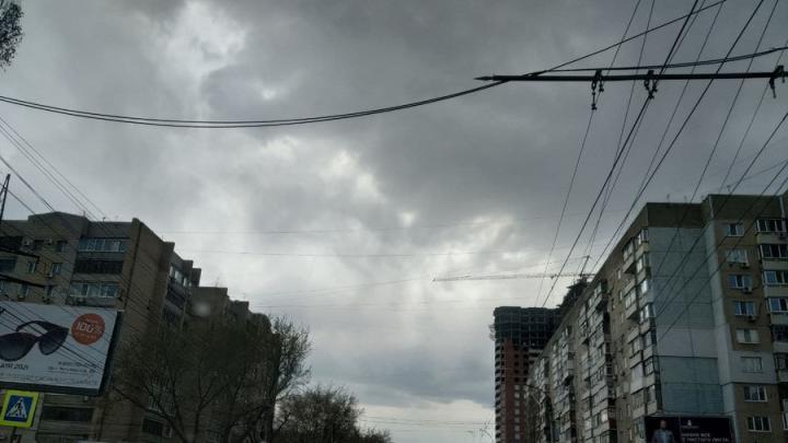 Сильный ветер и гроза ожидаются в Саратове