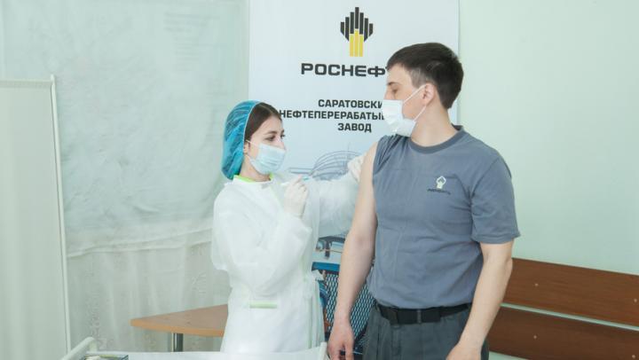 На Саратовском нефтеперерабатывающем заводе состоялся первый этап вакцинации работников от коронавируса