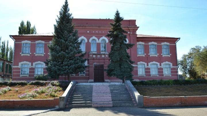 В мужской гимназии 1911 года постройки в Марксе заменят окна