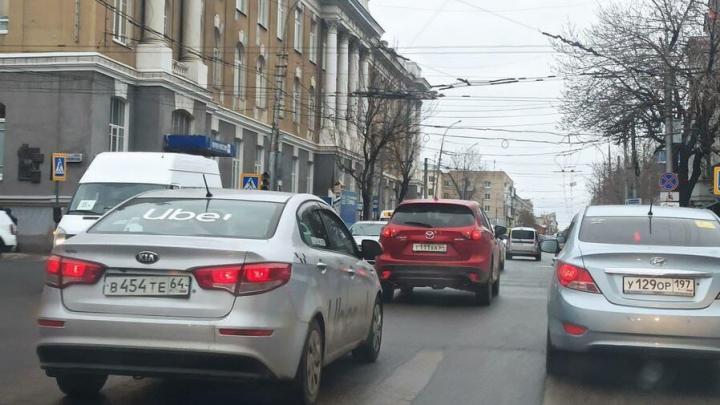 На Московской и Чапаева по-прежнему пробки из-за неработающих светофоров