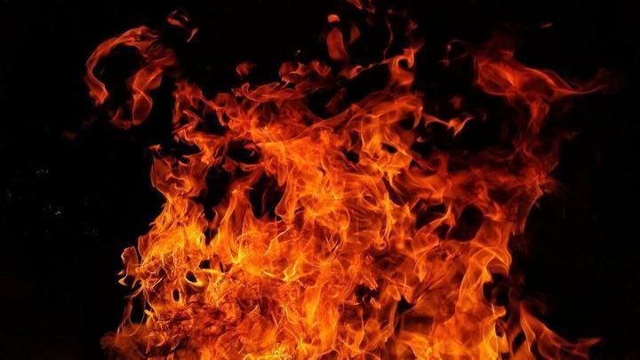 Двухквартирный дом загорелся в Энгельсе
